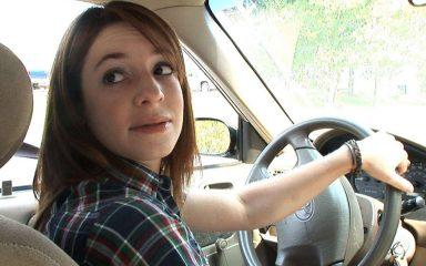 Những kỹ năng lùi xe ô tô chính xác và an toàn mà tài xế Việt nên biết 1